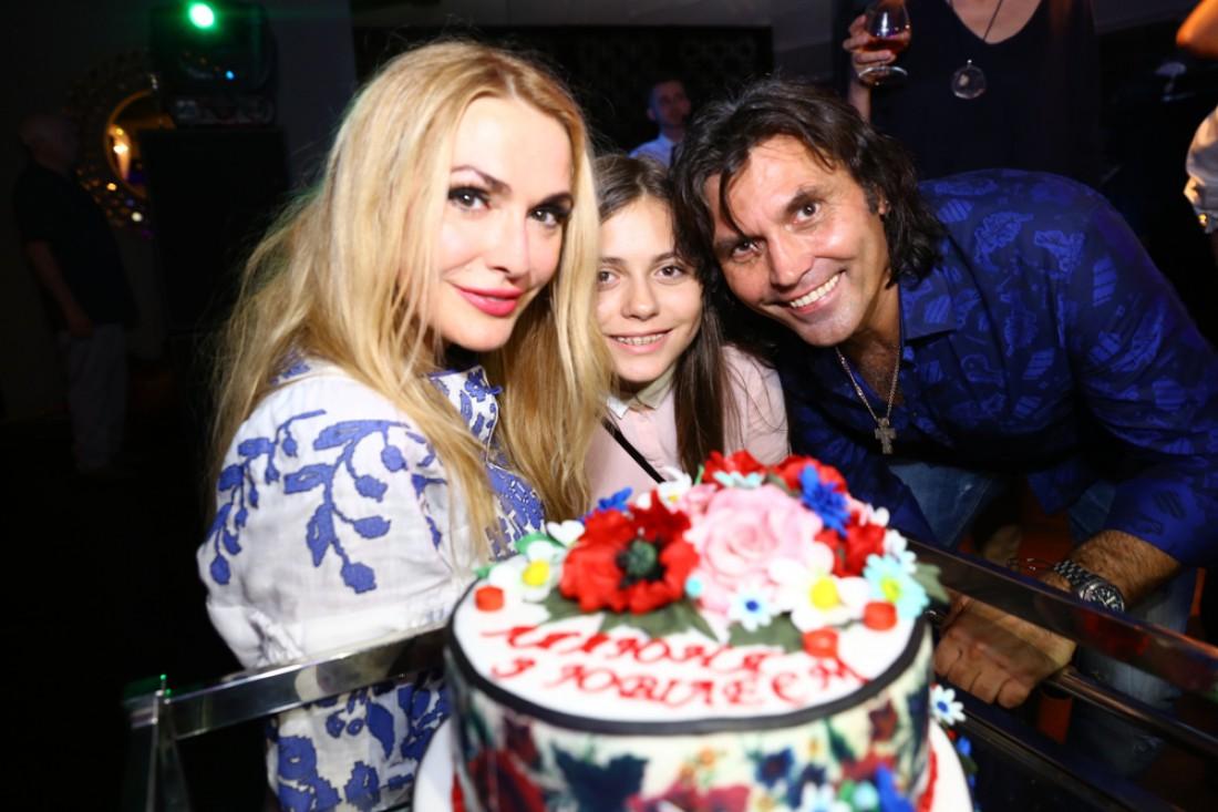 Ольга с мужем и дочкой