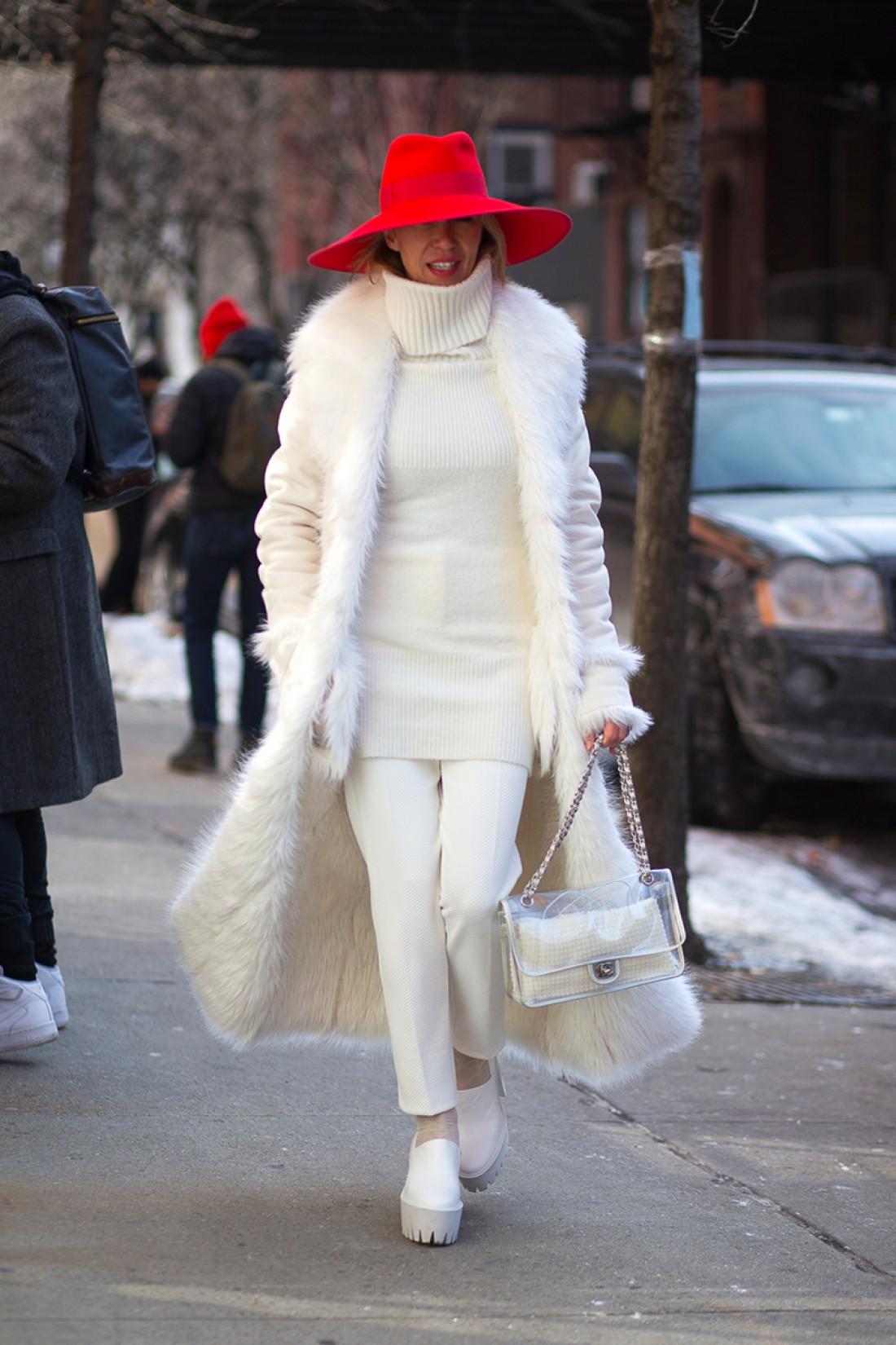 Как носить белый цвет осенью: способ № 10