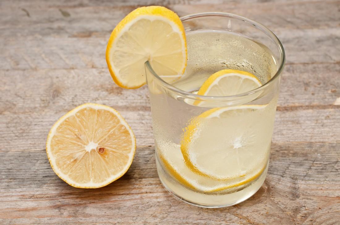 Вода с лимоном – решение от многих проблем