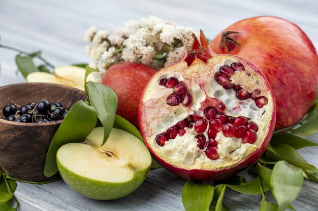 Смузи: Яблоко + черника + гранат + огурец + шпинат