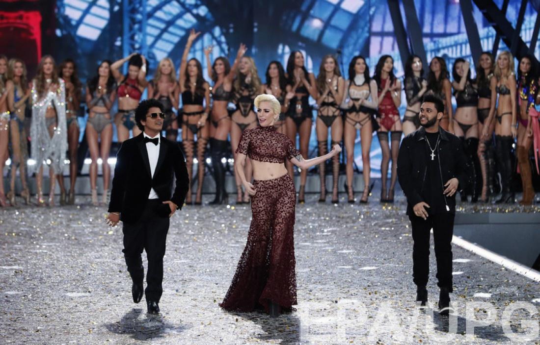 Lady Gaga на Victoria's Secret Fashion Show 2016