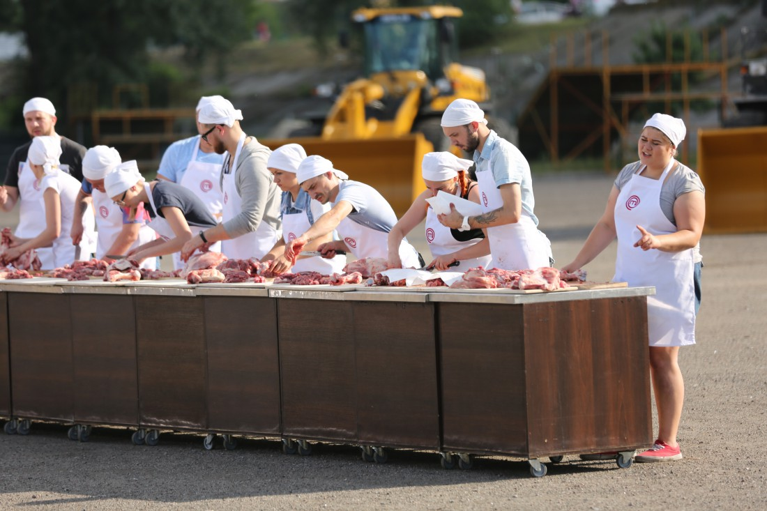 МастерШеф 7: участники готовят борщ