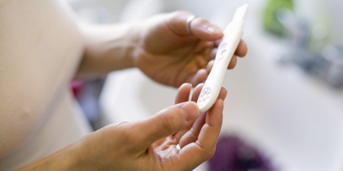 Неэстетичные фото с тестом на беременность