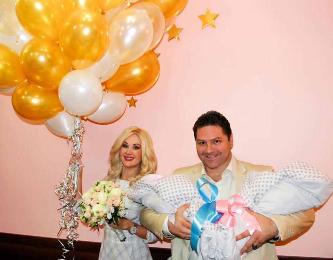 Екатерина Бужинская с мужем и детьми