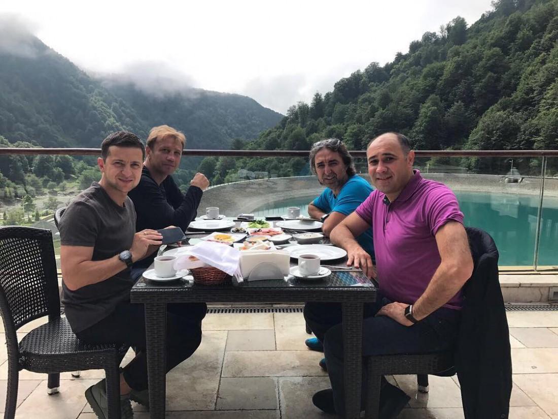 Владмир Зеленский с друзьями
