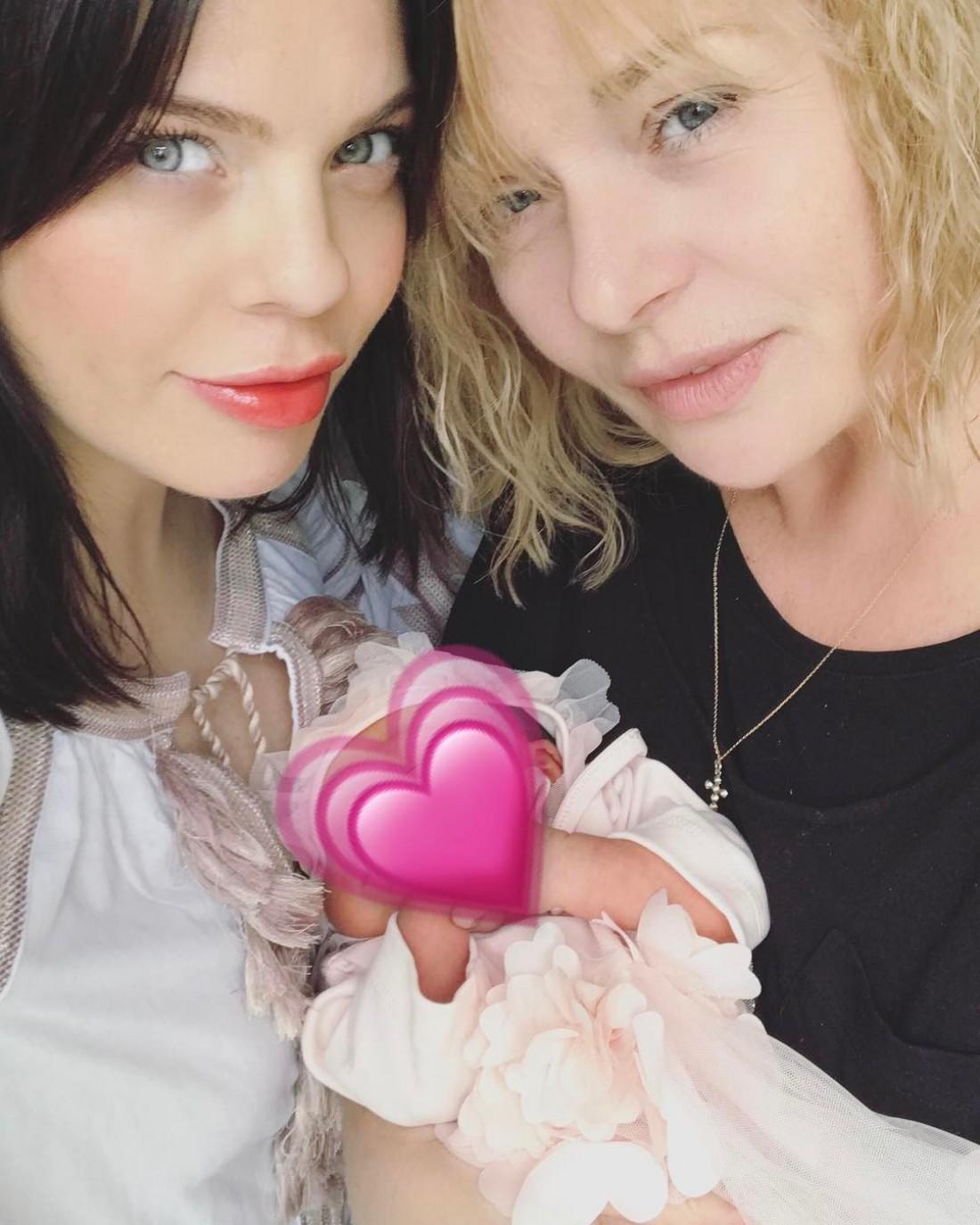Анастасия Стоцкая с мамой и дочкой