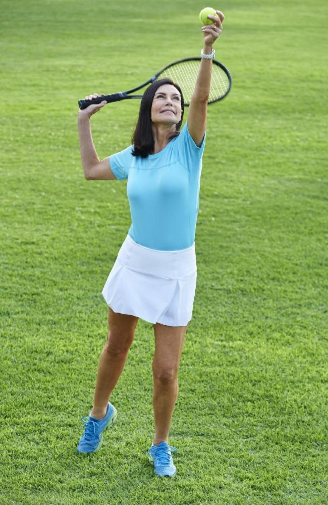 Женщина ведет активный образ жизни