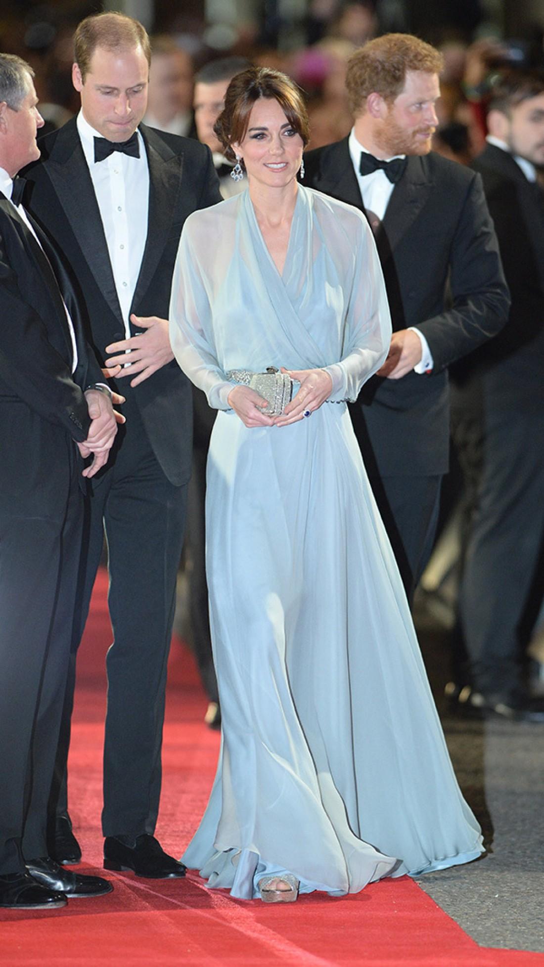 Кейт Миддлтон, принц Уильям и Гарри посетили премьеру фильма 007: Спектр