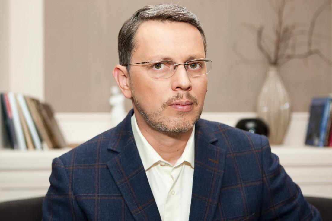 Пластический хирург Дмитрий Слоссер уверен, что операции по увеличению груди будут пользоваться спросом в 2016 году