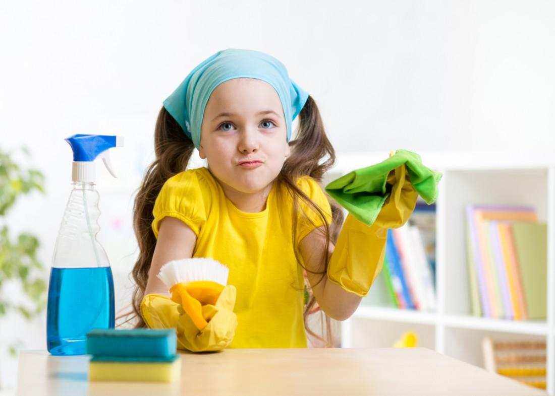Как научить ребенка помогать по дому
