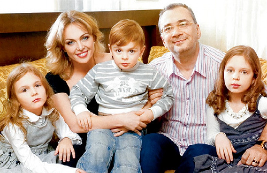Константин Меладзе с бывшей женой Яной и детьми