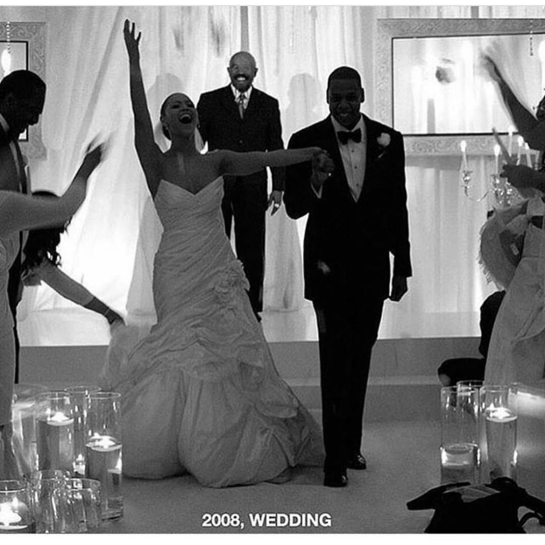 Фото со свадьбы Бейонсе, которое опубликовала ее мама