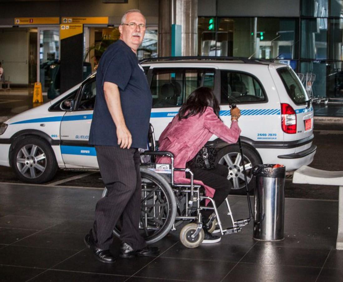 Картинки по запросу наоми кэмпбелл в инвалидном кресле
