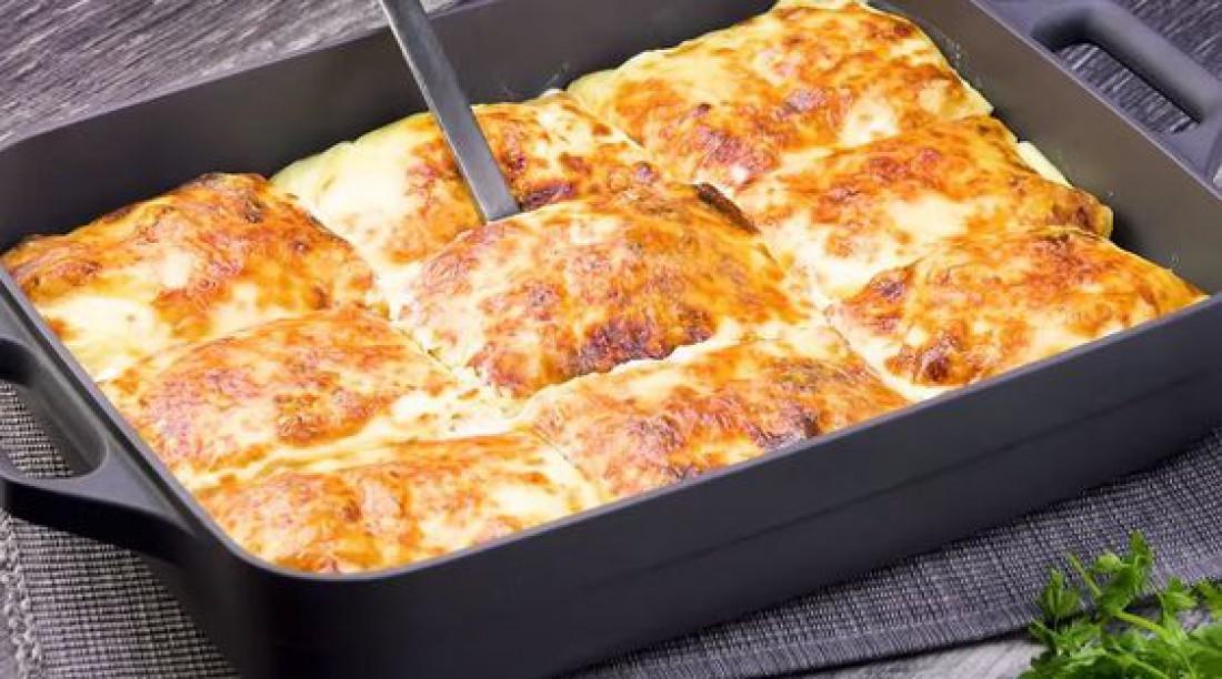 Блинная запеканка со шпинатом, курицей и сливочным сыром