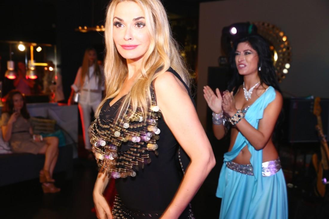 Ольга Сумская танцует восточный танец