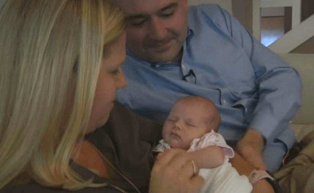 Семья Сеттл с новорожденной дочкой