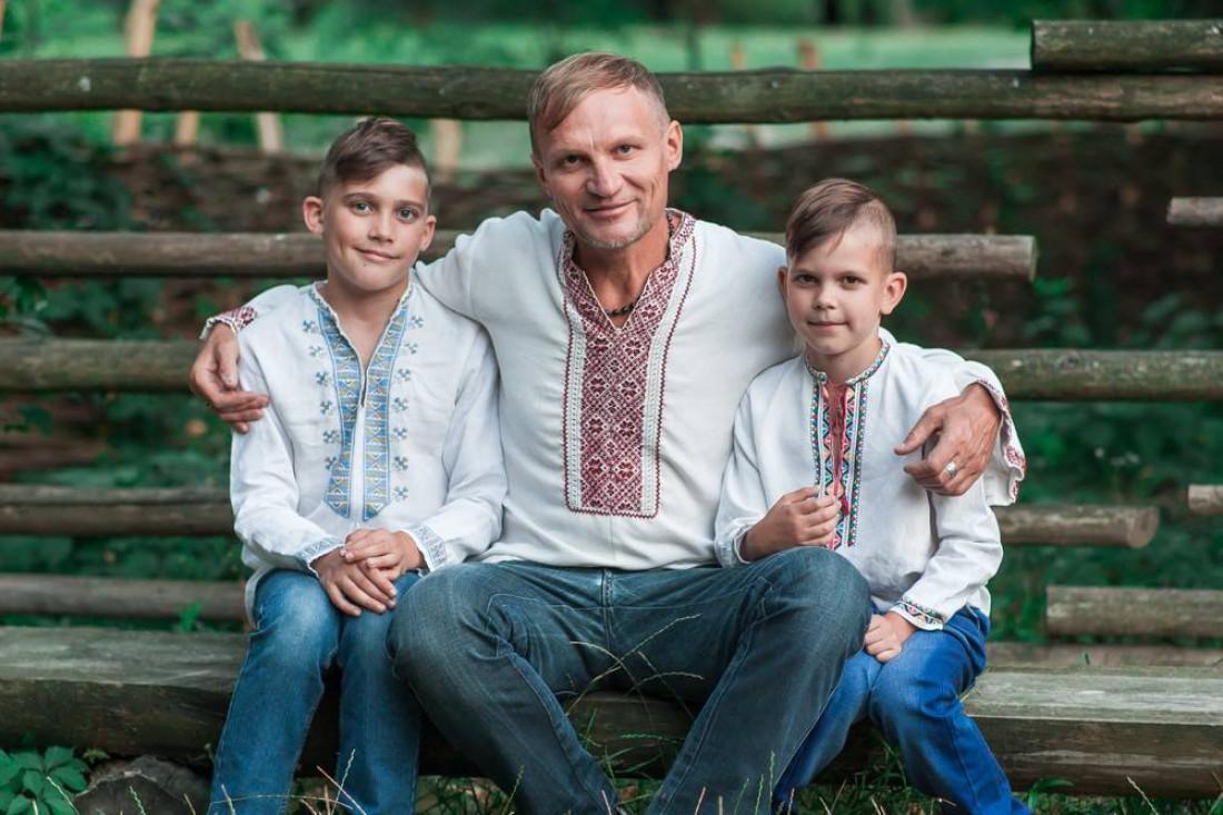 Олег Скрипка с сыновьями