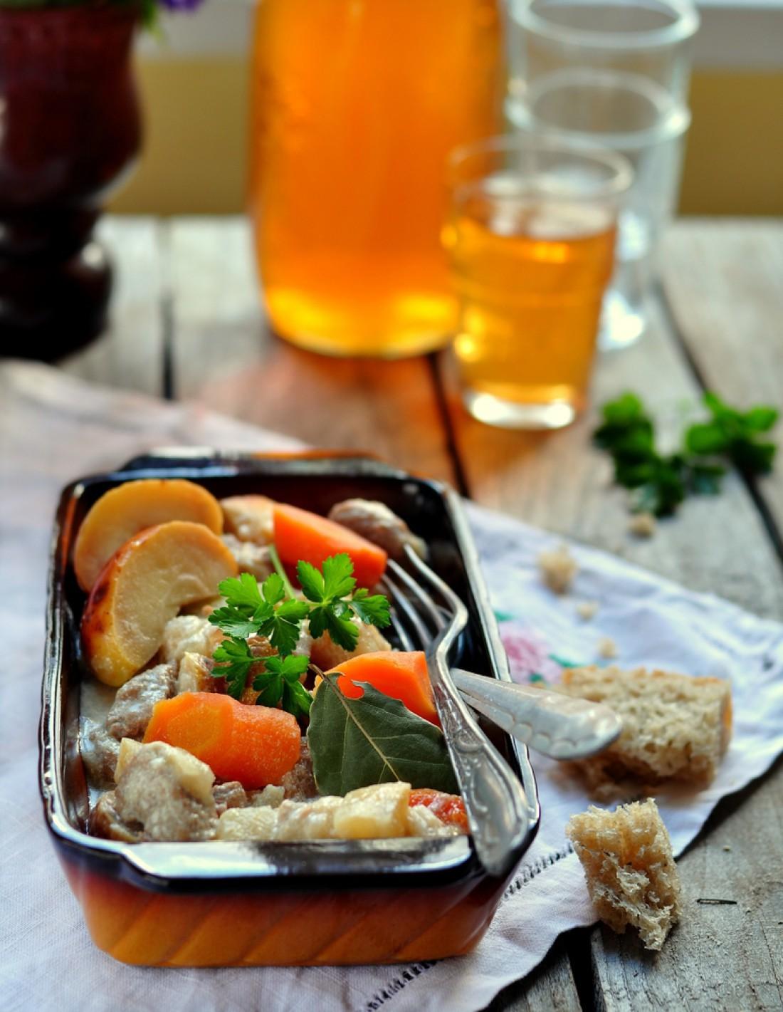 Как вкусно приготовить голень курицы в духовке с картошкой