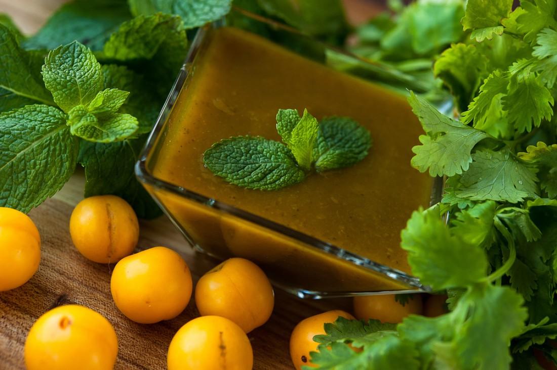 Кисло-сладкий ткемали из желтой алычи: пошаговый рецепт