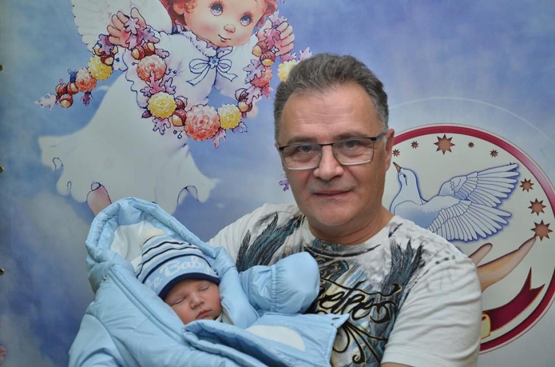 Юрий Фалеса с новорожденным сыном
