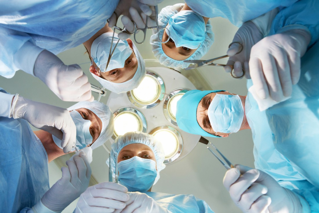 Врачи забыли в теле пациентки кусок марли