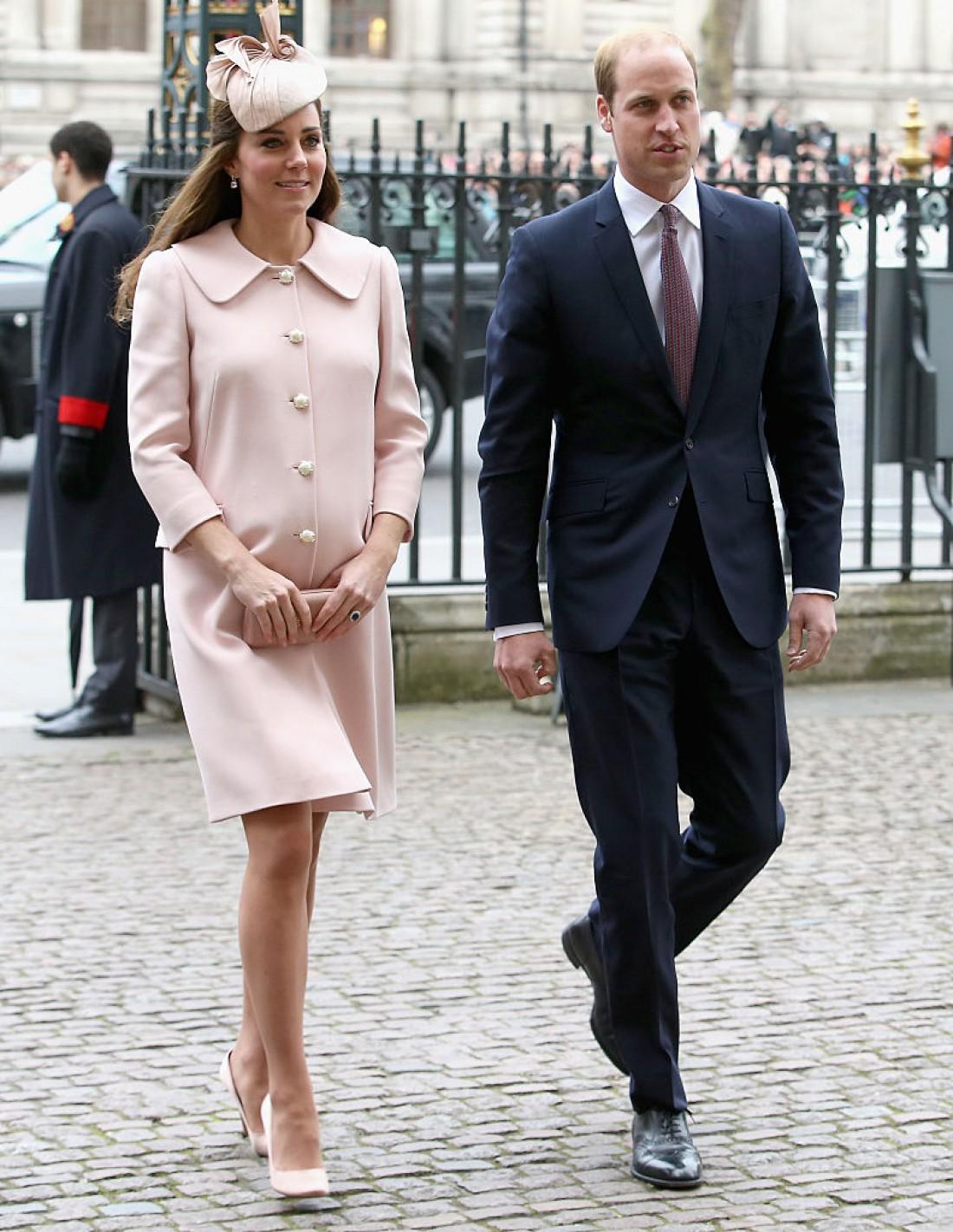 Кейт Миддлтон (беременная Шарлоттой) и принц Уильям