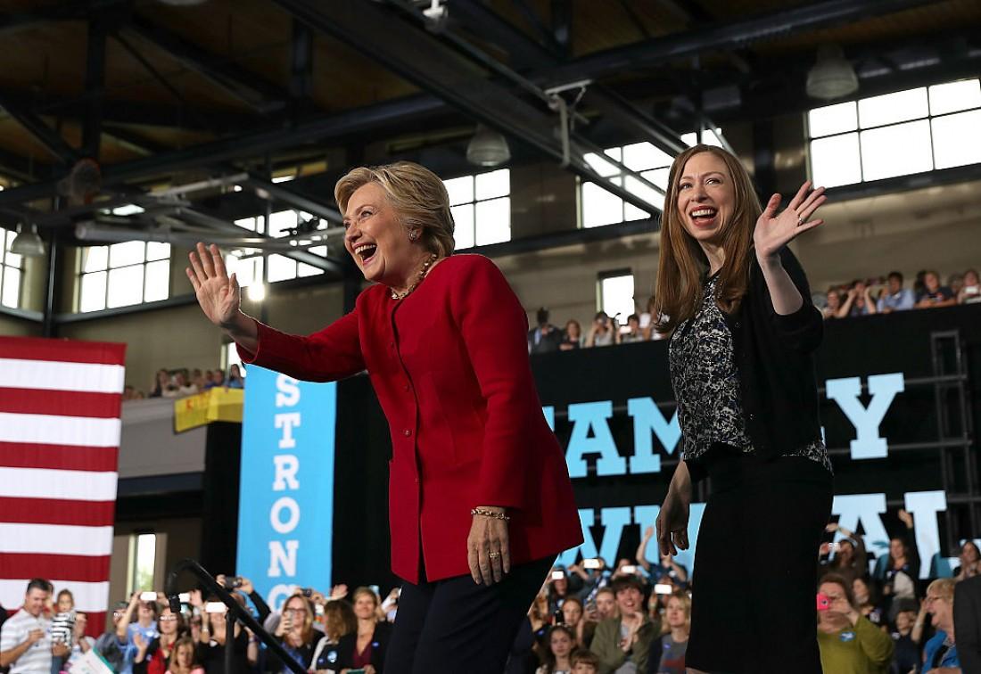 Челси с мамой – Хиллари Клинтон