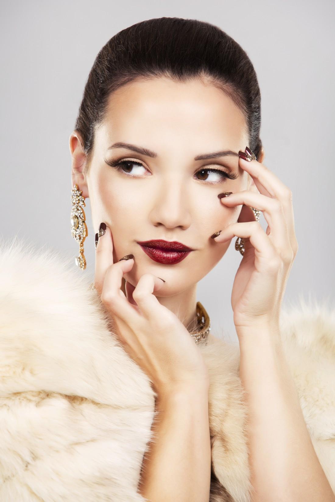 Новогодний макияж с акцентом на губы – это попадание в