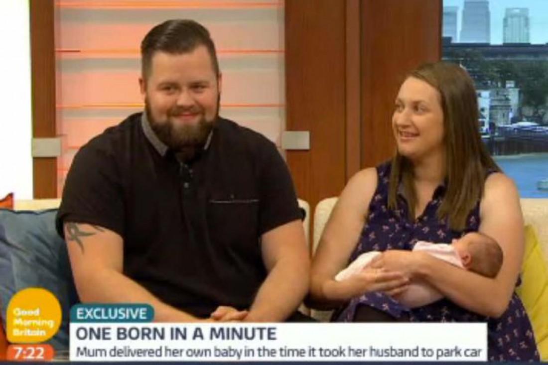 Женщина родила на пороге больницы