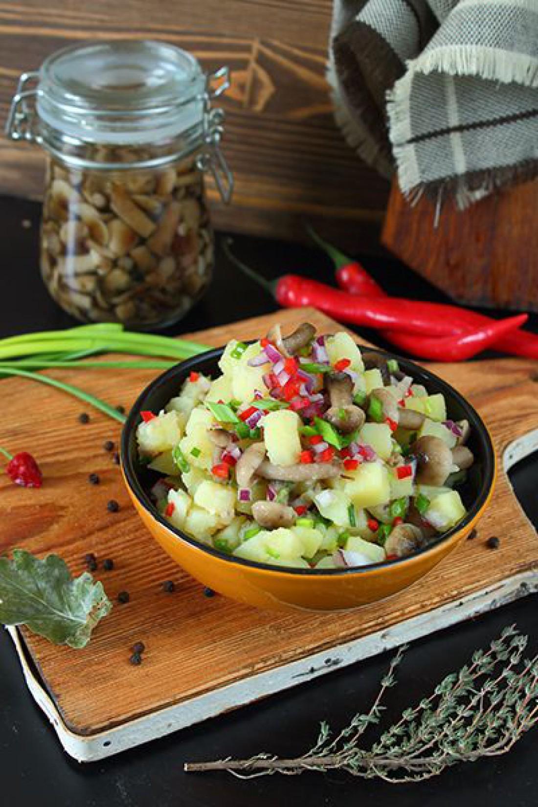Салат без майонеза на Пасху: Деревенский салат
