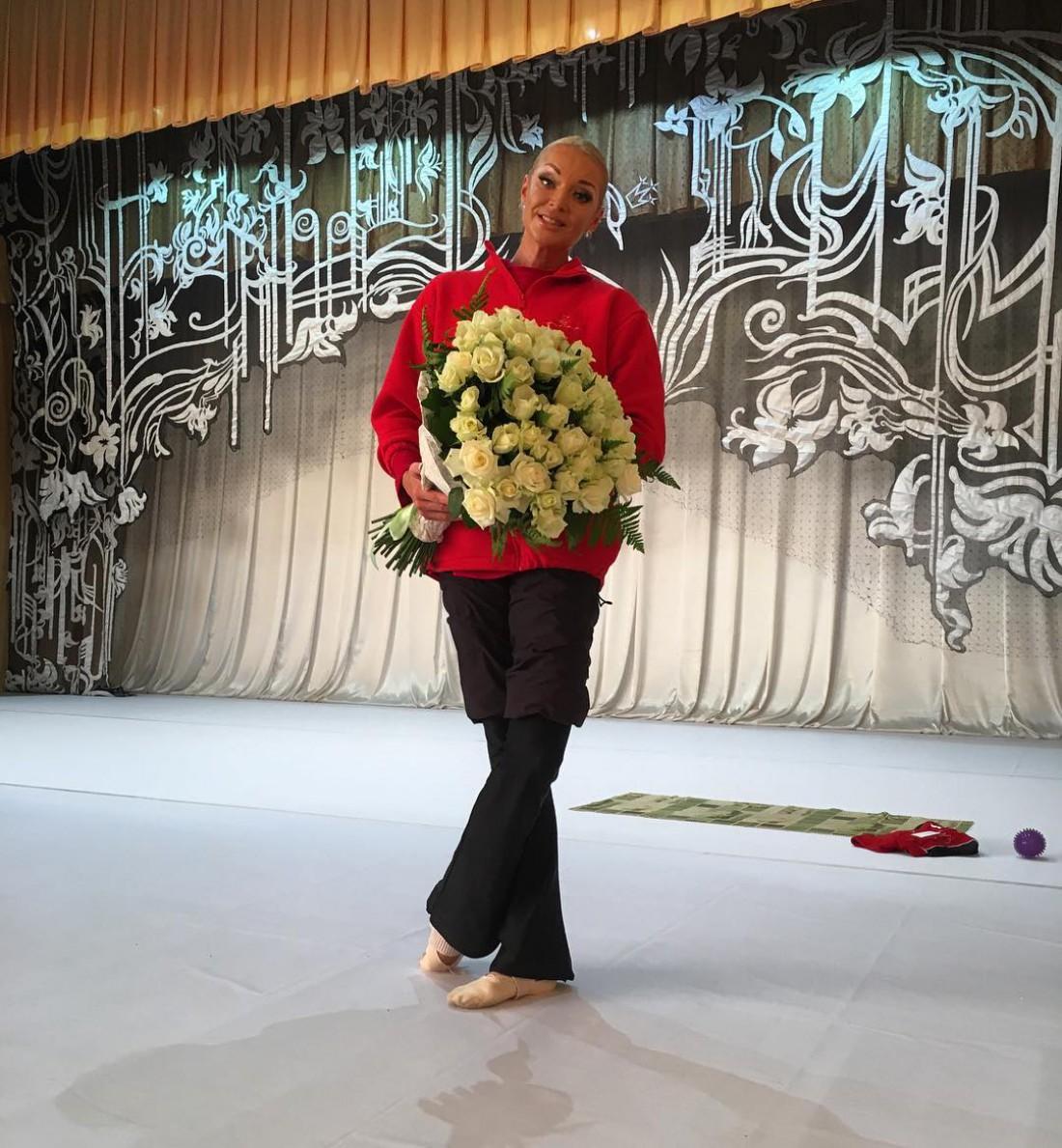 Балерина похвасталась букетом роз