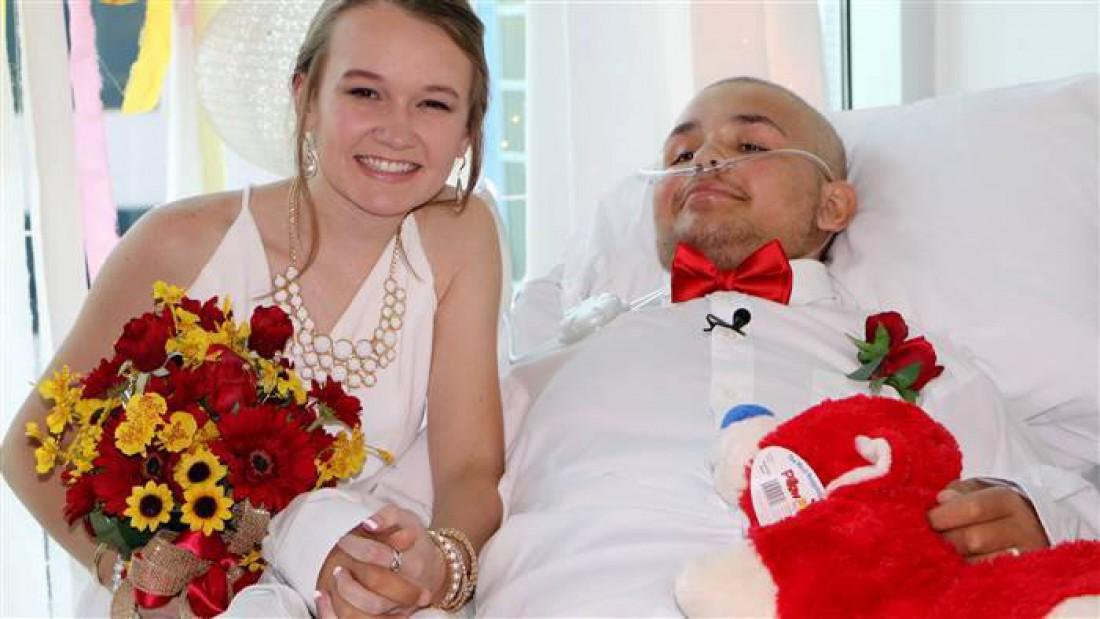 Свифт и Абби поженились в детском онкологическом центре