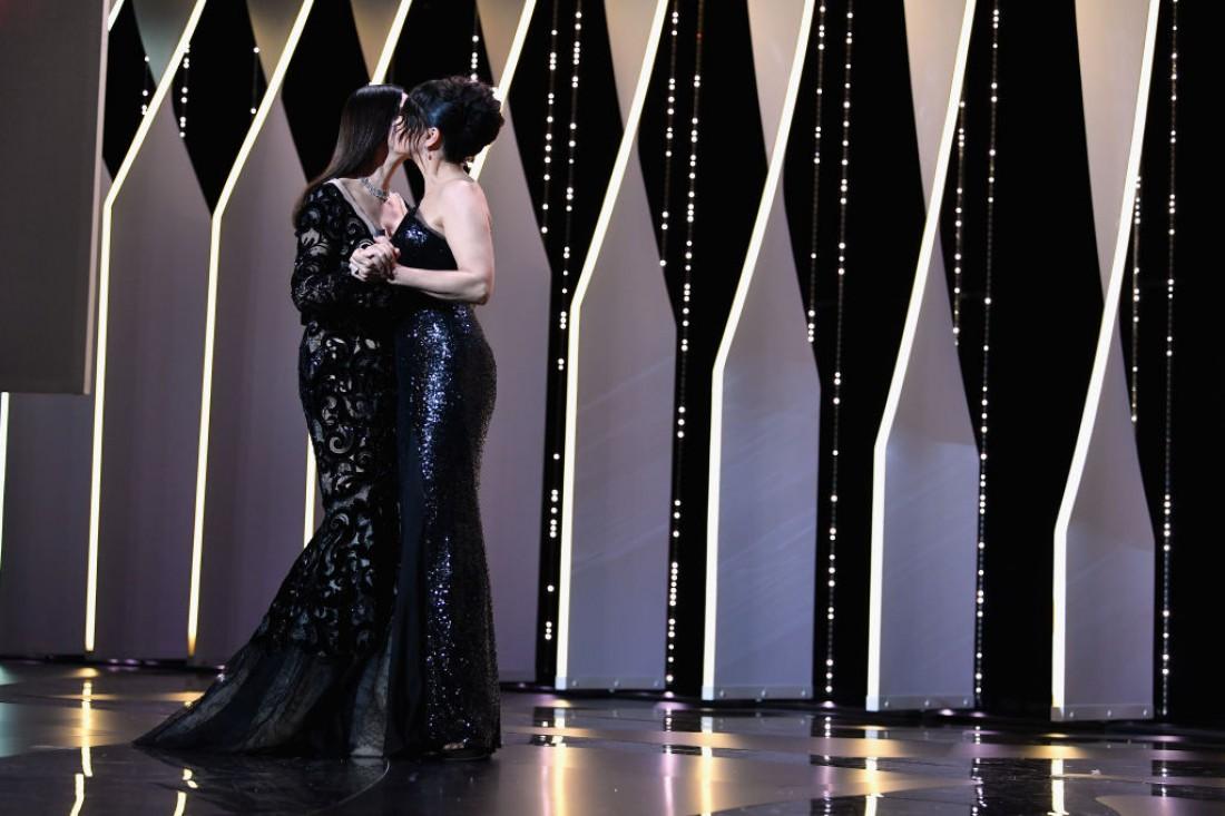 Каннский кинофестиваль 2017: Моника Белуччи с Жюльет Бинош