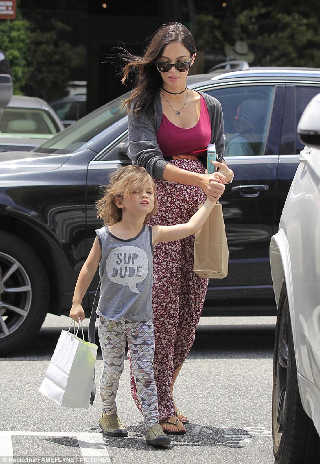 Беременная Меган Фокс с сыном Ноа