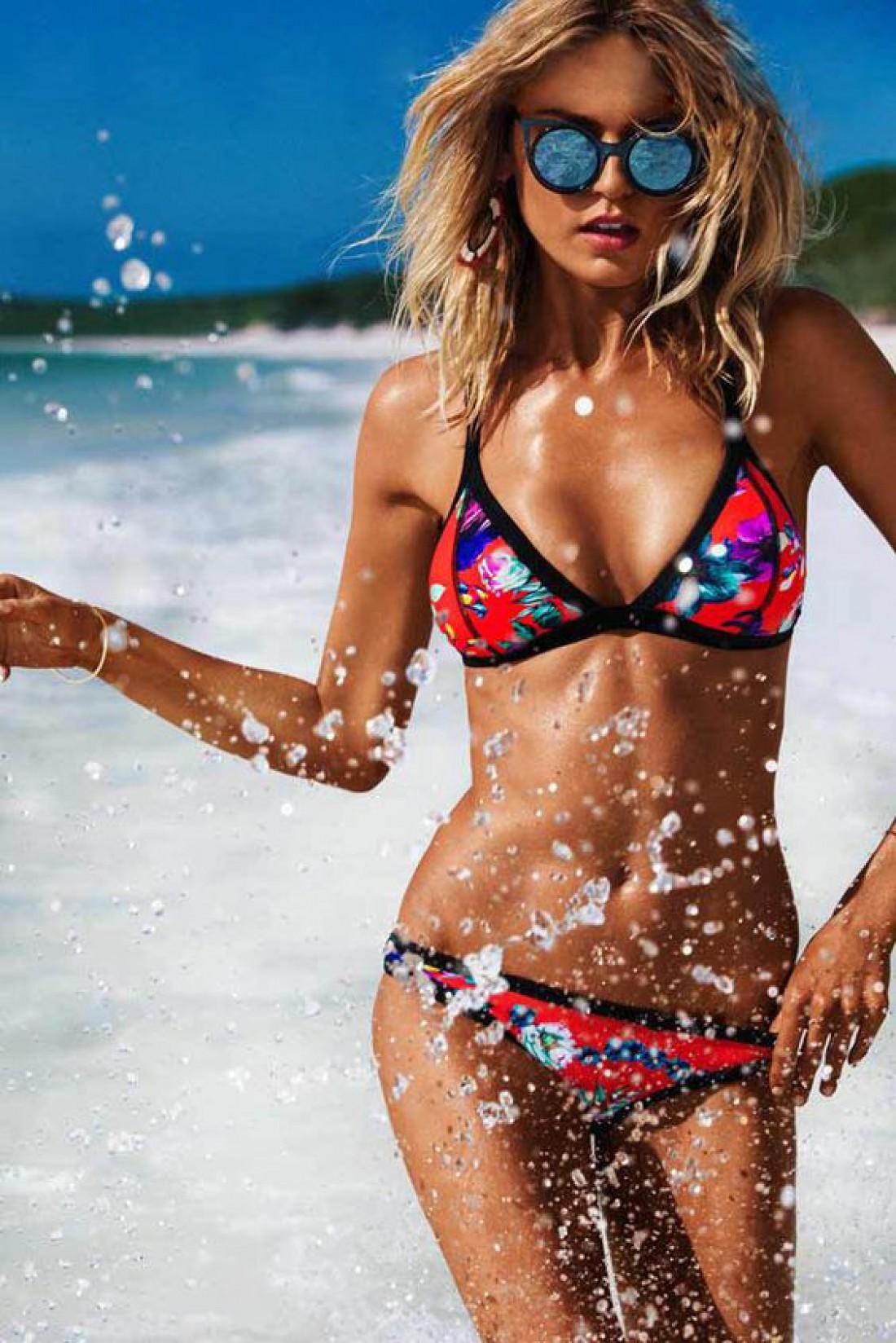 Наноси солнцезащитный крем за 15-30 минут до загара и с 10 до 16 часов отдыхай в тени
