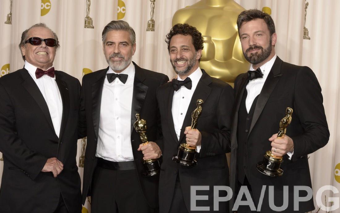 Николсон с Джорджем Клуни, Грантом Хэльсовом и Беном Аффлеком, 2013