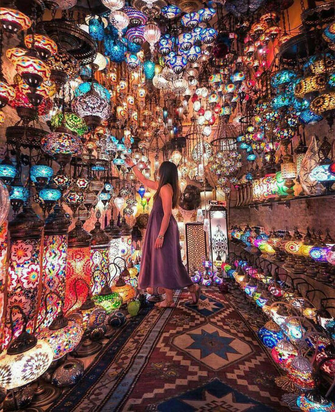 Гранд Базар - один из самых крупных крытых рынков мира