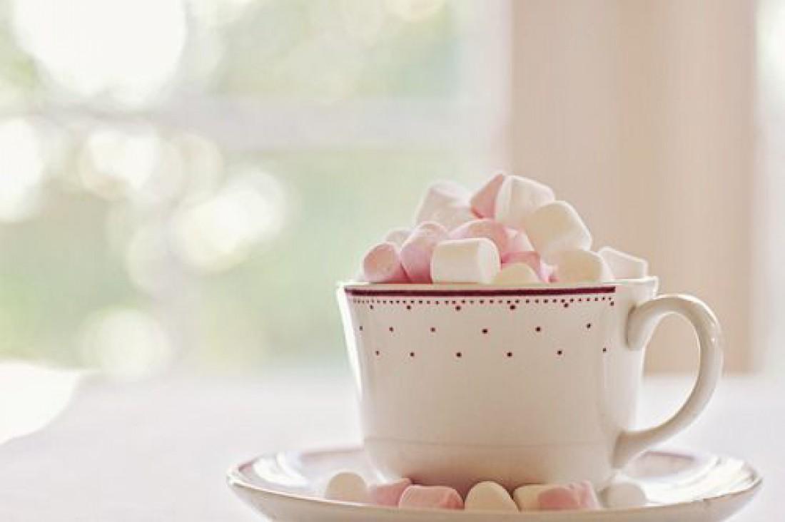 Завтрак в постель на День святого Валентина - Горячий шоколад с зефиром