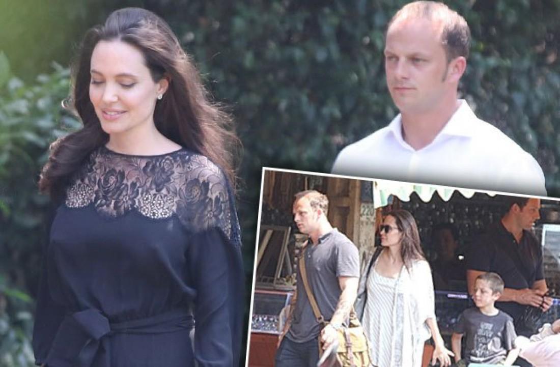 Анджелина Джоли с неизвестным мужчиной