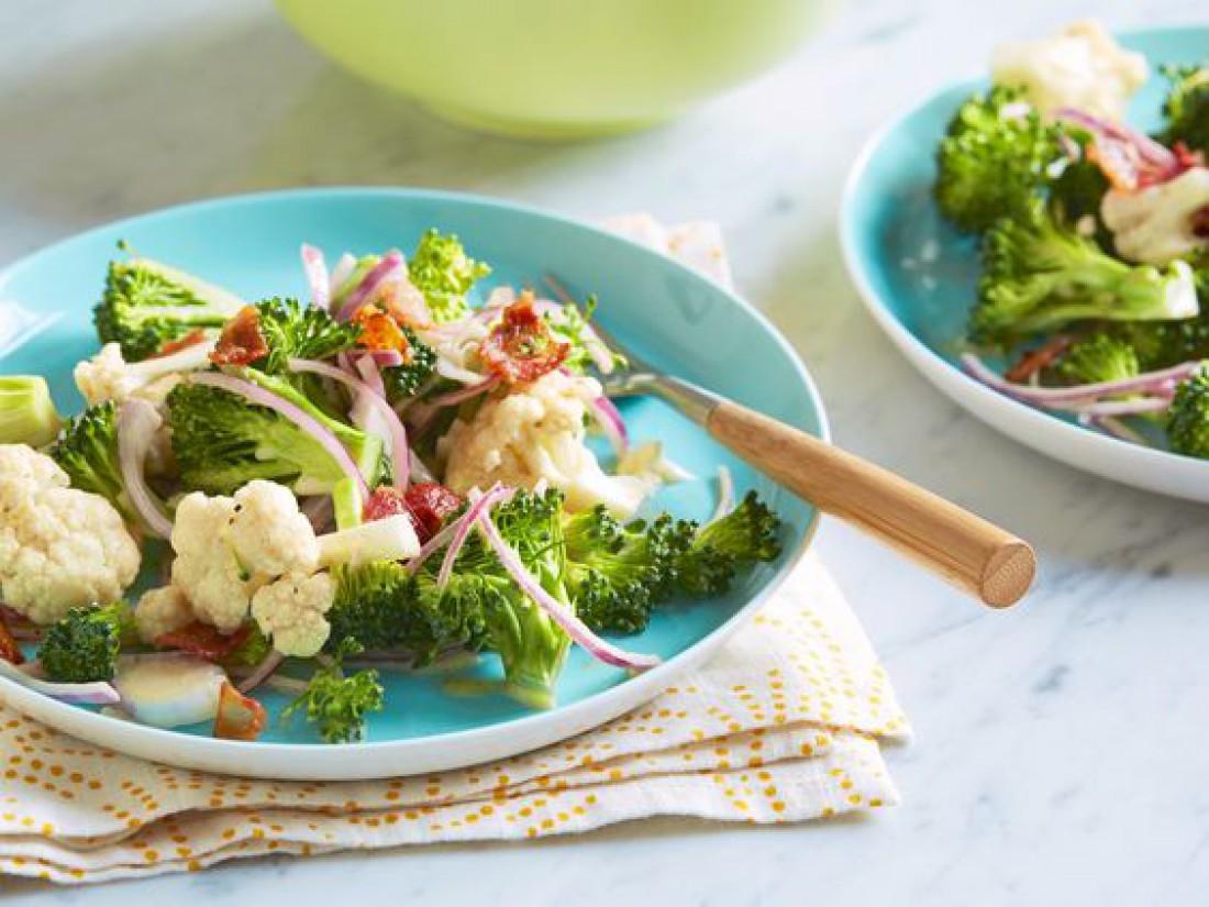 Салат из брокколи с цветной капустой