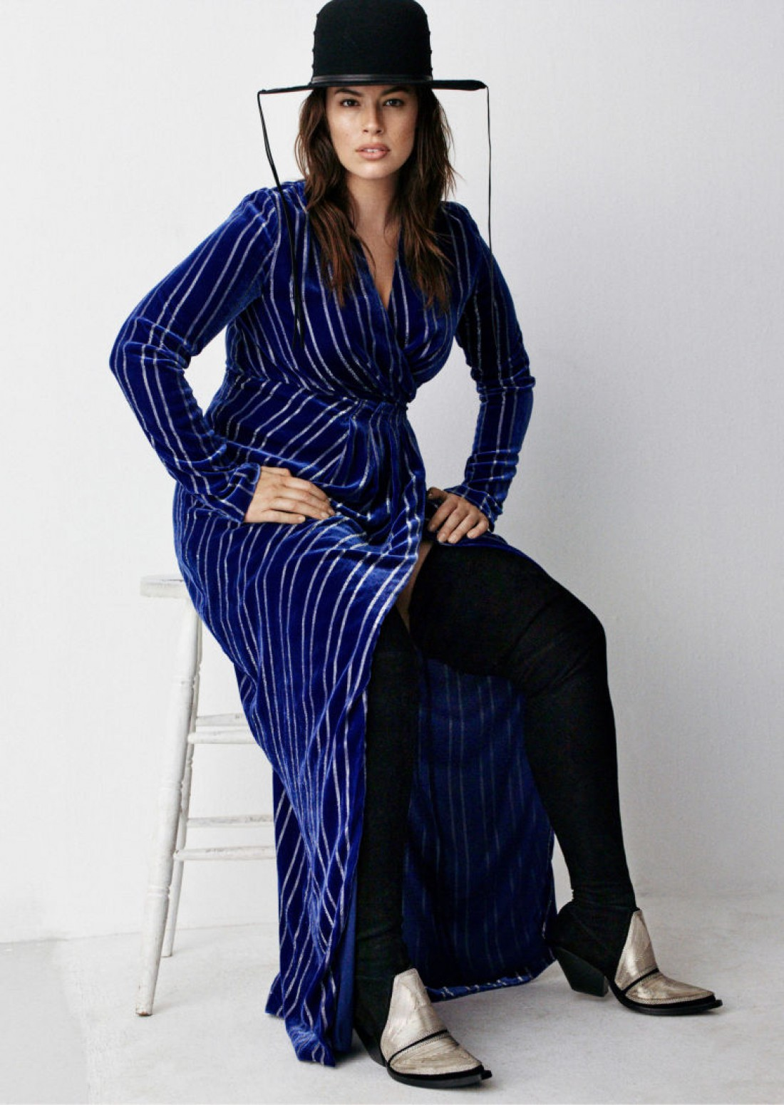 Модель Эшли Грэм в кампейне H&M Studio
