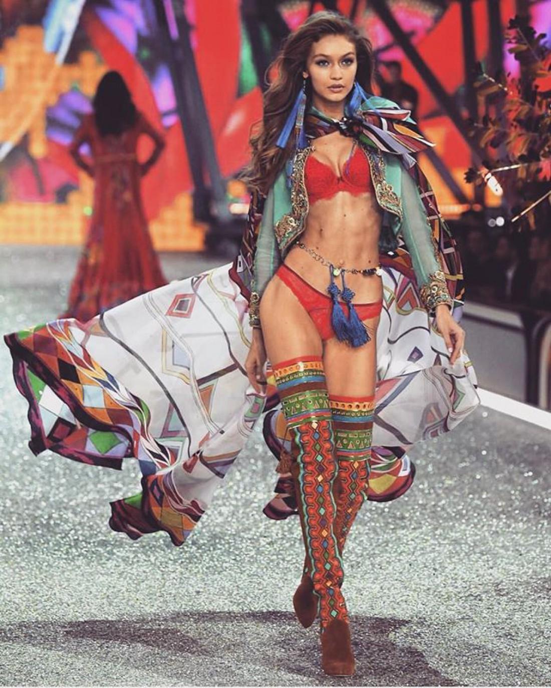 Шоу Victoria's Secret в Париже