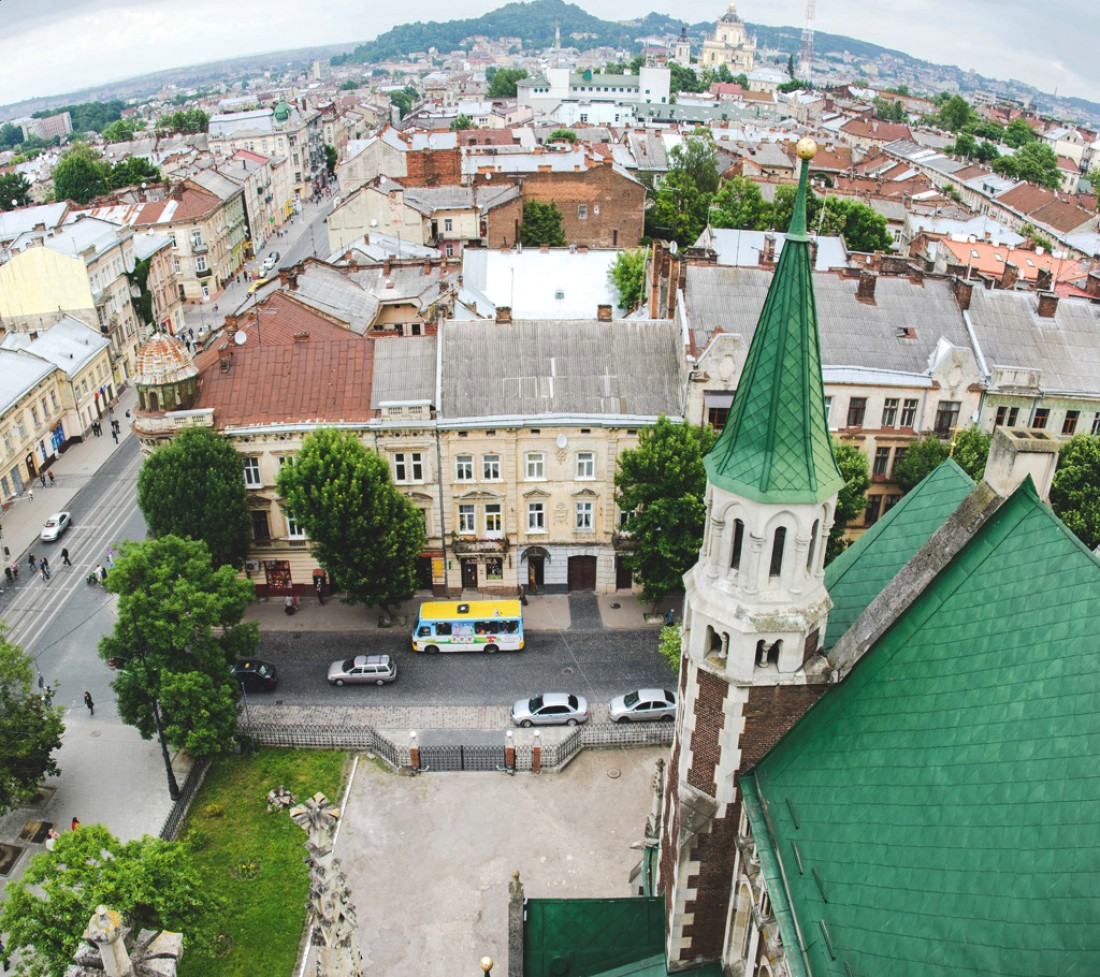Вид на Львов с обзорной площадки храма Ольги и Елизаветы