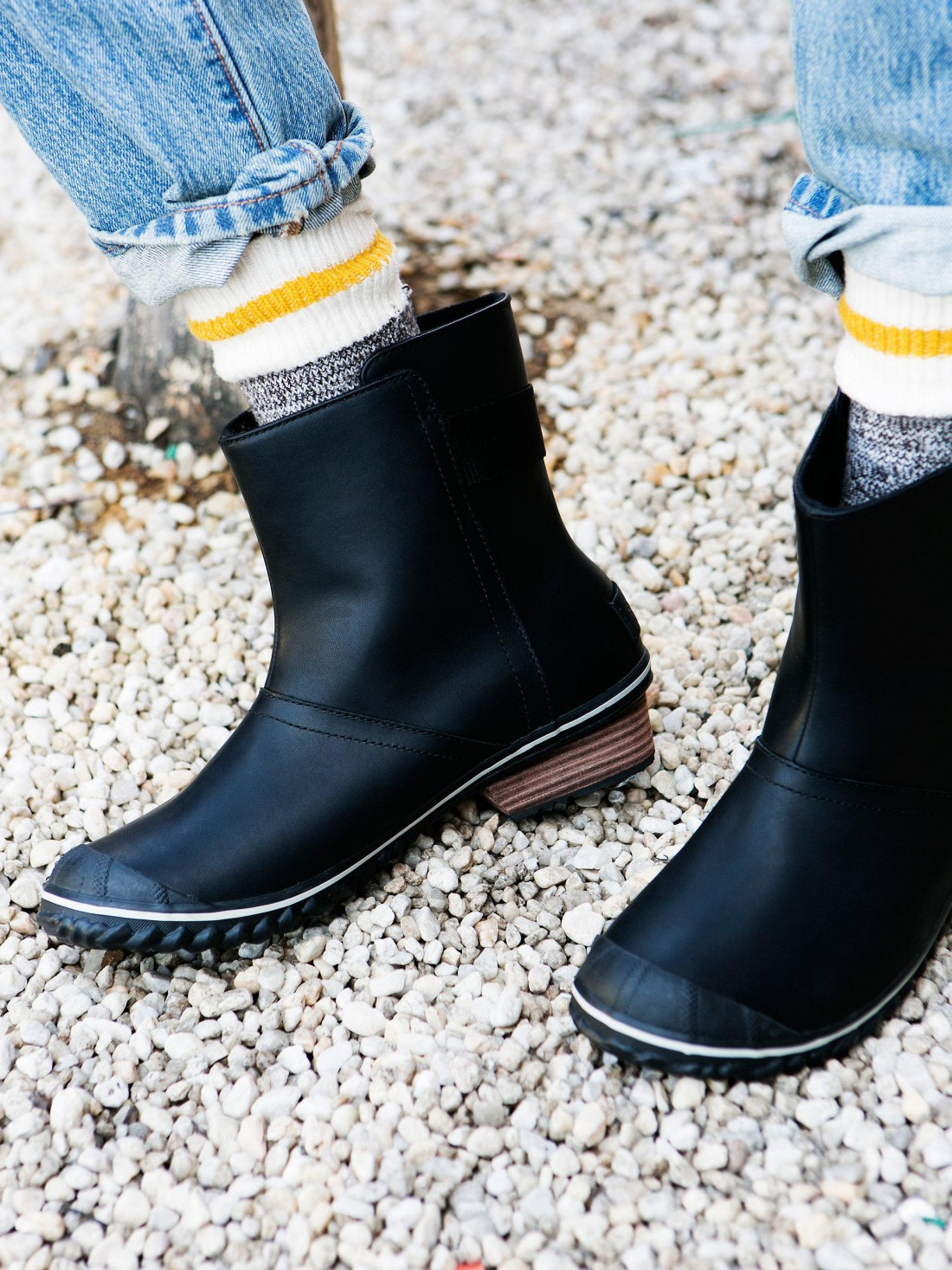 Забавные носки станут изюминкой образа