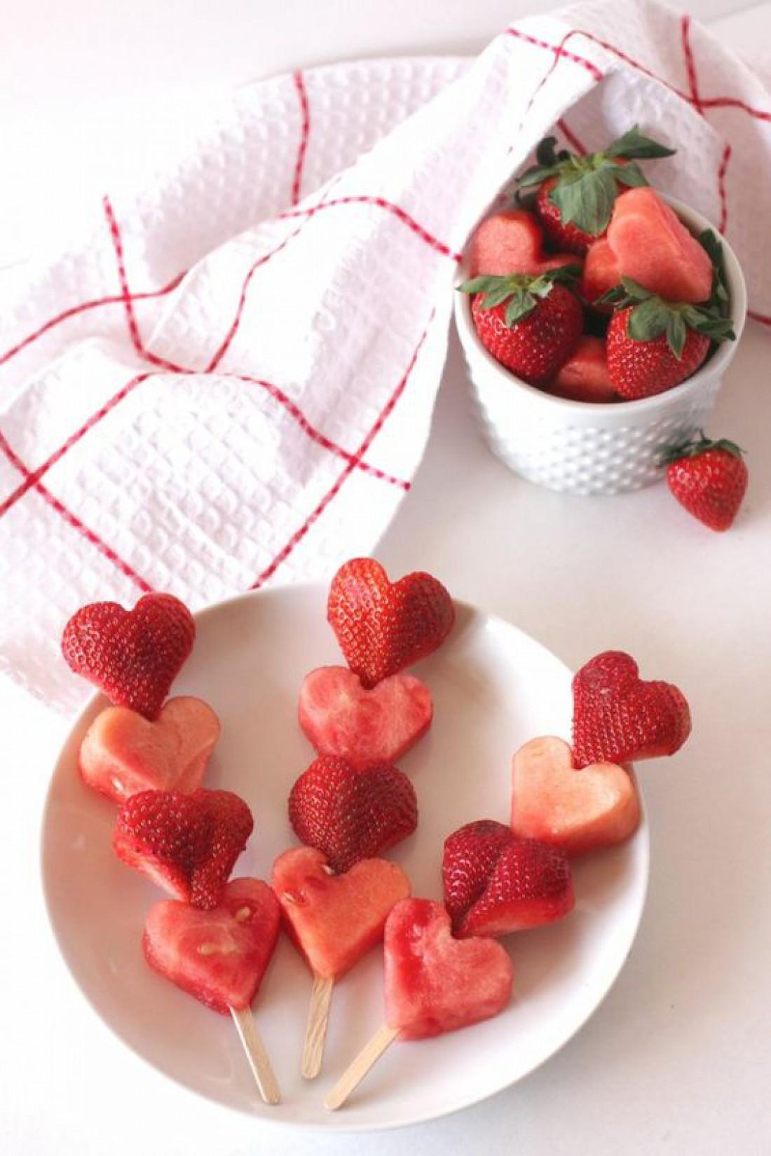 Завтрак в постель на День святого Валентина - Фруктовые шашлычки