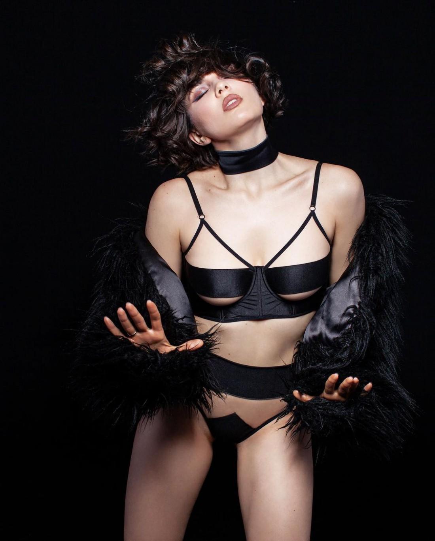 MARUV показала эротические кадры в белье
