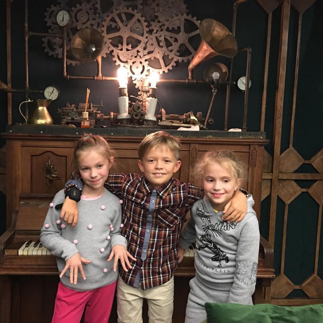Андрей с подружками
