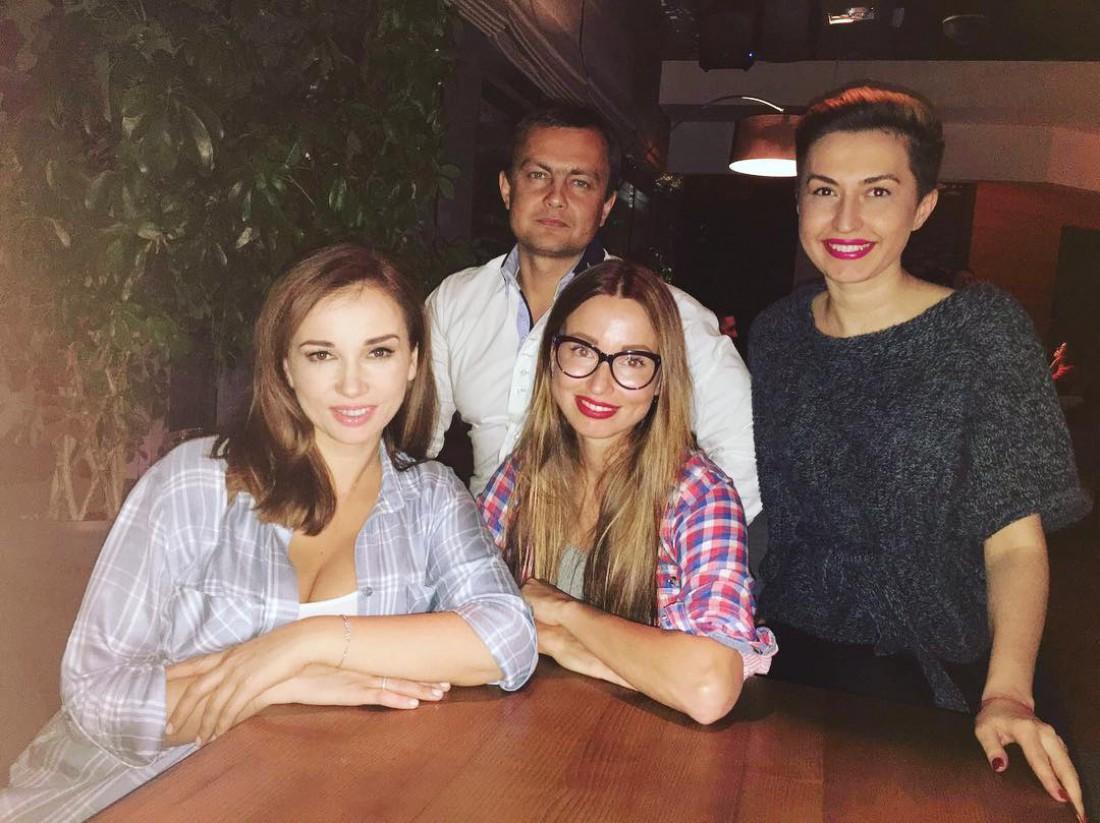 Анфиса Чехова встретилась в Киеве с подругами