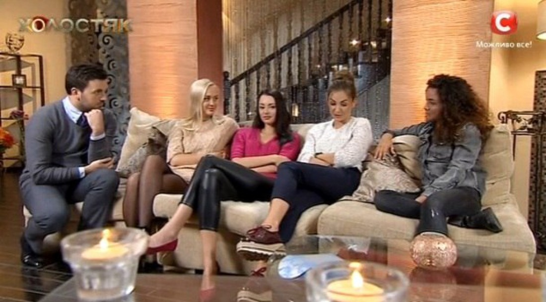 Девушки долго не могли решить, кто из них пойдет на свидание