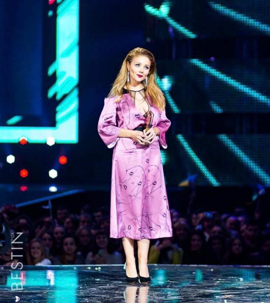Певица Тина Кароль в платье FROLOV